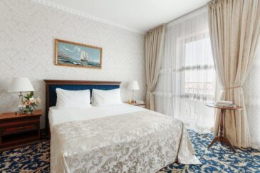 Deluxe room with French balcony